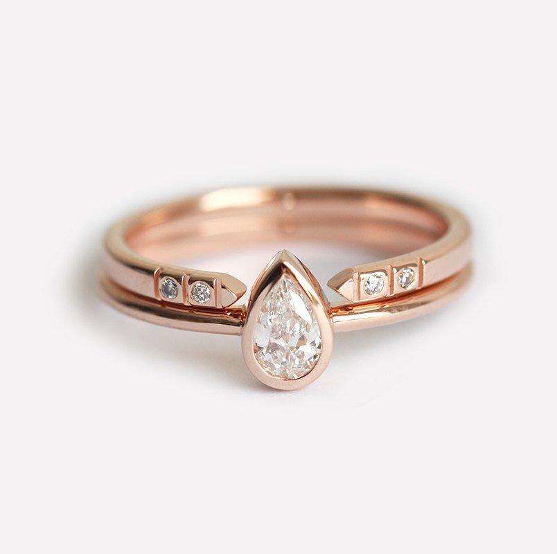Fabuleux Pear Diamond Ring With Open Diamond Band - MODDLINC BE92