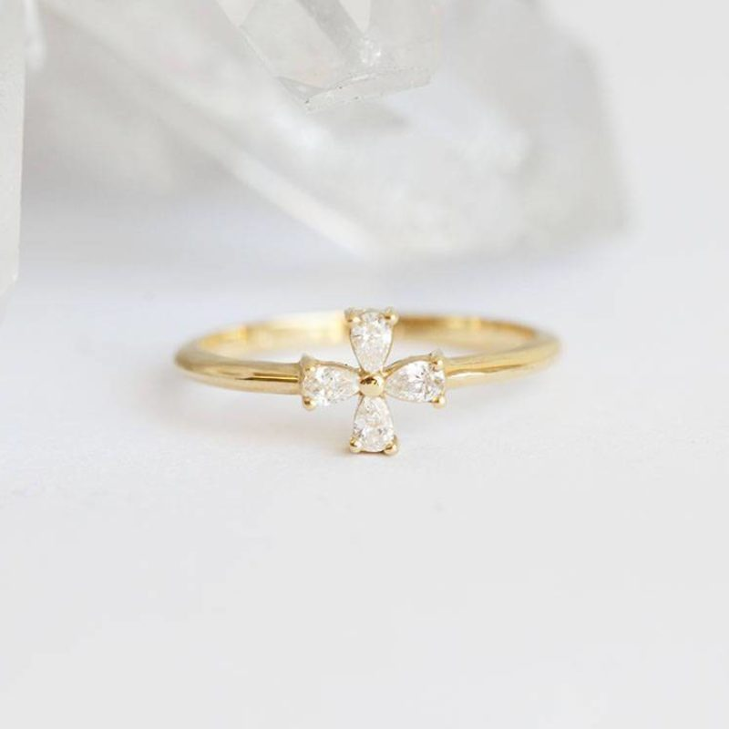 Diamond-Flower-Ring