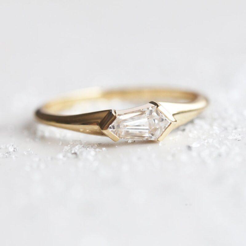 unique-kite-diamond-ring