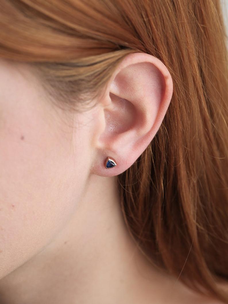 sapphire-stud-earrings